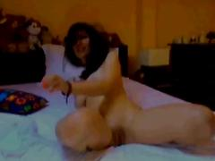 Sexy amanda gets her pussy wet on webcam