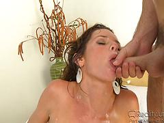 Witness these amazing cumshots with sumptuous mummies !