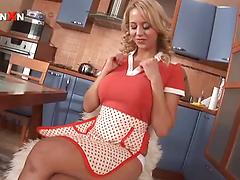 Hot housewife Mandy Dee drills oiled anal and pussy with toys