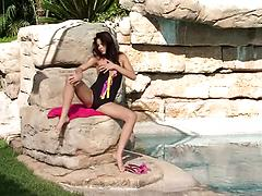 Amazing video of amateur solo model and a pink toy