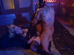Eccentric siren Alexis Texas fucked by a muscular tattooed dude
