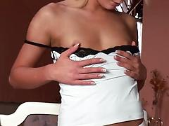 Blonde model with tiny tits masturbates her pink crotch